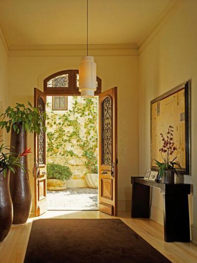 Nyitott ajtó - bejárat ötlet, mediterrán stílusban