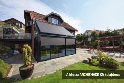 Télikert árnyékolóval - erkély / terasz ötlet