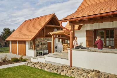 Vörös színű tetőcserepek - tető ötlet, rusztikus stílusban