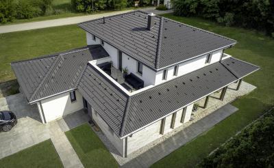 Antracit színű tetőcserép - tető ötlet, modern stílusban