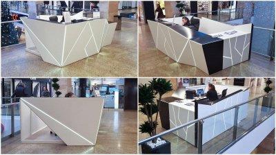 bevásárlóközpont információs pult - bejárat ötlet, modern stílusban
