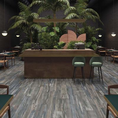 Fahatású padlóburkolat - konyha / étkező ötlet, modern stílusban