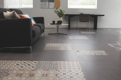 Változatos padlóburkolat - nappali ötlet, modern stílusban
