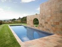 Kőhatású burkolat a teraszon - erkély / terasz ötlet, mediterrán stílusban
