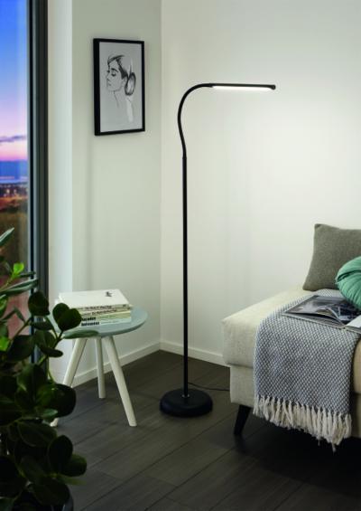 LED-es állólámpa - nappali ötlet, modern stílusban