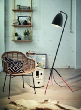 Háromlábú állólámpa - nappali ötlet, modern stílusban