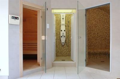 Wellness zuhanypanel - fürdő / WC ötlet, modern stílusban