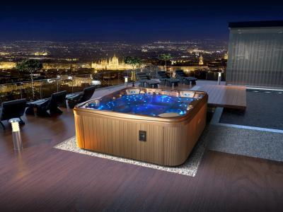 Jakuzzi a tetőteraszon - erkély / terasz ötlet, modern stílusban