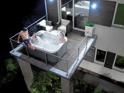 Jakuzzi az erkélyen - erkély / terasz ötlet, modern stílusban