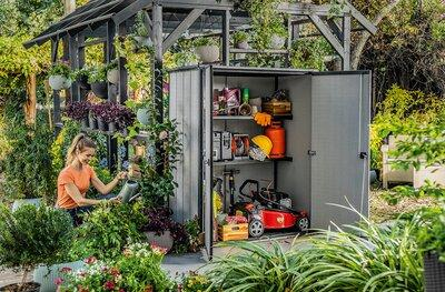 Kerti tároló ajtóval - kert / udvar ötlet, modern stílusban
