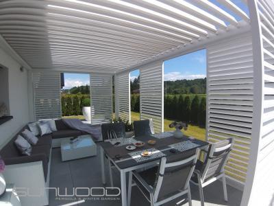 Fehér pergola - erkély / terasz ötlet