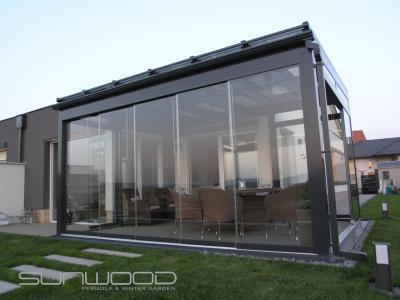Pergola tolóajtóval - erkély / terasz ötlet, modern stílusban