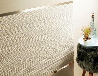 Fehér csempe ezüst csíkkal - fürdő / WC ötlet, modern stílusban