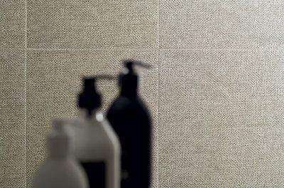 Szürke csempe - fürdő / WC ötlet, modern stílusban