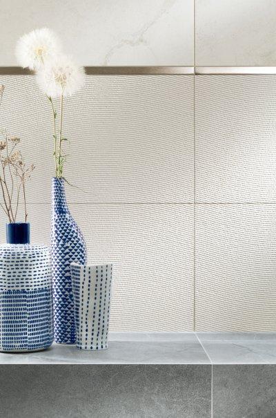 Ezüst dekor a csempén - fürdő / WC ötlet, modern stílusban