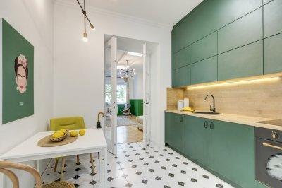 Üde, zöld konyha - konyha / étkező ötlet, modern stílusban