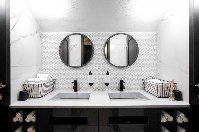 Fekete fehér fürdő - fürdő / WC ötlet, modern stílusban