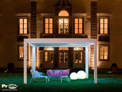 Fehér pergola - kert / udvar ötlet, klasszikus stílusban
