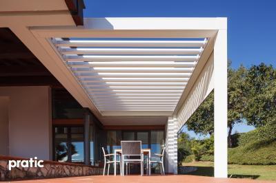 Fehér pergola - erkély / terasz ötlet, modern stílusban