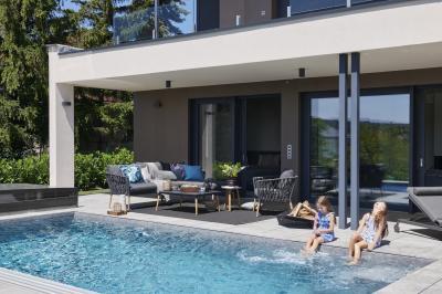 Medence a teraszon - medence / jakuzzi ötlet, modern stílusban