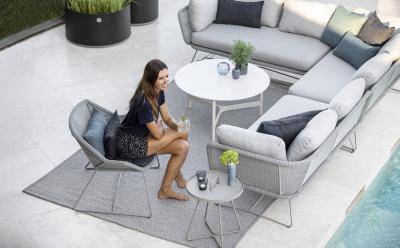 Világos színű kerti bútor - erkély / terasz ötlet, modern stílusban