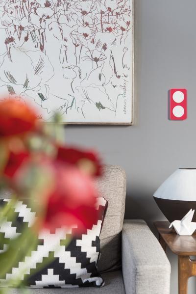 Piros villanykapcsoló - nappali ötlet, modern stílusban