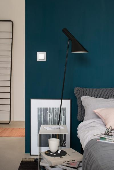 Fehér villanykapcsoló - háló ötlet, modern stílusban