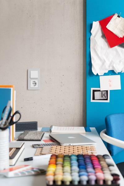 Kapcsoló és konnketor egyben - dolgozószoba ötlet, modern stílusban