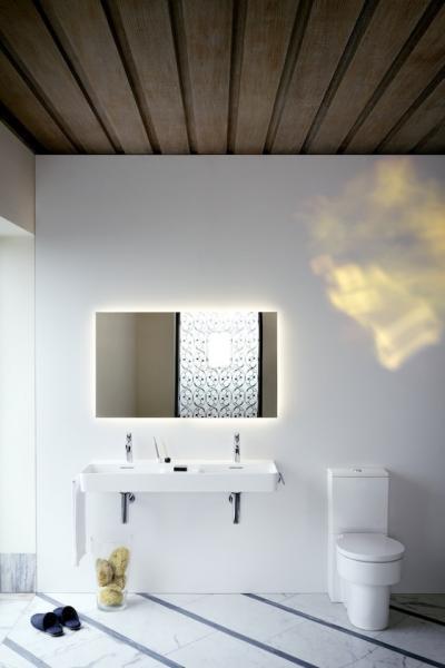 Fehér szaniterek a fürdőszobában - fürdő / WC ötlet