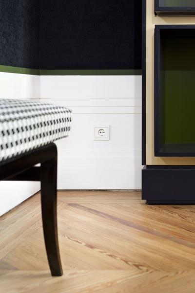 Fehér konnektor - nappali ötlet, modern stílusban