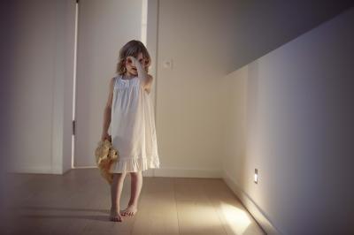 Okosotthon - éjszakai irányfény - előszoba ötlet, modern stílusban