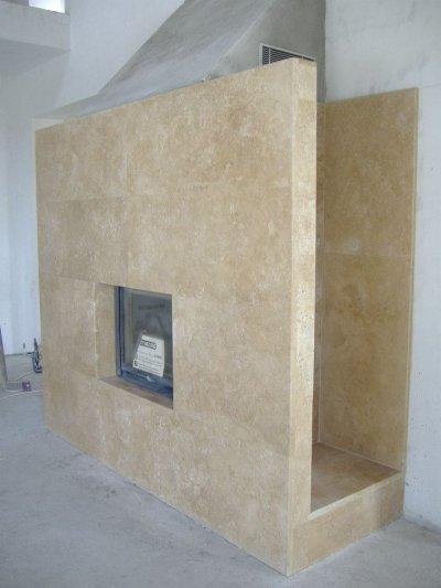 Kőfal kandalló - nappali ötlet, minimál stílusban