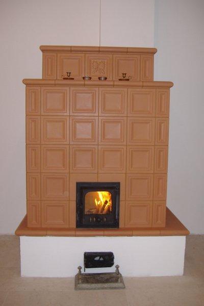 Terrakotta cserépkályha - nappali ötlet
