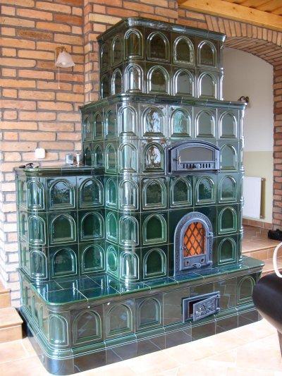 Zöld cserépkályha - nappali ötlet, klasszikus stílusban