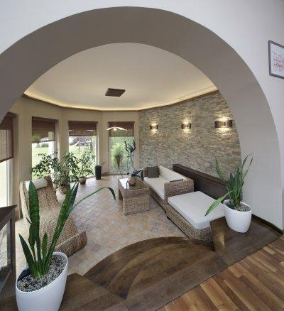 Mediterrán kőburkolat a padlón - nappali ötlet