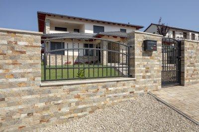 Mediterrán kő kerítés - kerítés ötlet