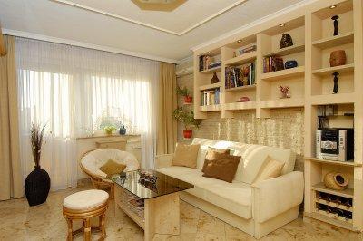 Mészkő burkolat a padlón - nappali ötlet, modern stílusban