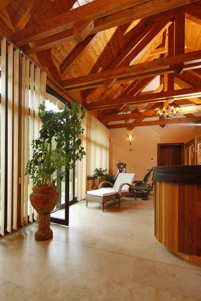 Mészkővel burkolt padló - nappali ötlet, rusztikus stílusban