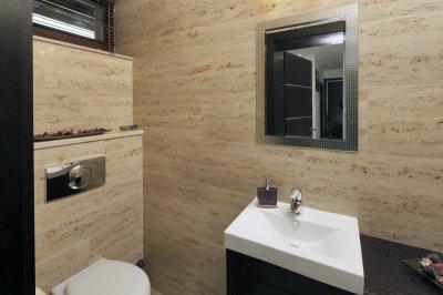 Mészkő falburkolat - fürdő / WC ötlet, modern stílusban