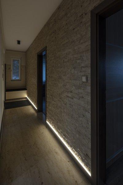 Mediterrán kő falburkolat - előszoba ötlet, modern stílusban