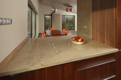 Mészkő konyhapult - konyha / étkező ötlet, modern stílusban