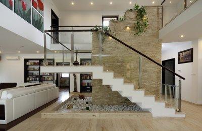 Mészkő burkolat beltéren - nappali ötlet, modern stílusban