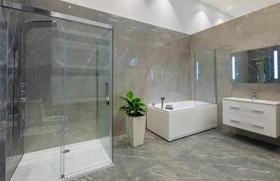 Tágas fürdőszoba - fürdő / WC ötlet, modern stílusban