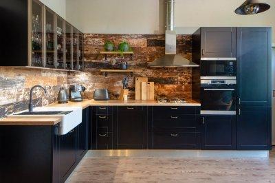Fekete konyha klasszikus vonásokkal - konyha / étkező ötlet, modern stílusban
