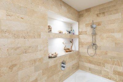 Natúr kővel burkolt fürdőszoba - fürdő / WC ötlet, modern stílusban