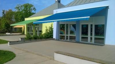Színes napellenző - erkély / terasz ötlet, modern stílusban