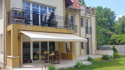 Textil napellenző - erkély / terasz ötlet, modern stílusban