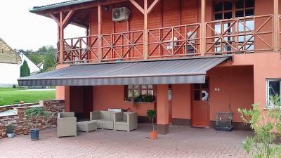 Textil napellenző - erkély / terasz ötlet, rusztikus stílusban