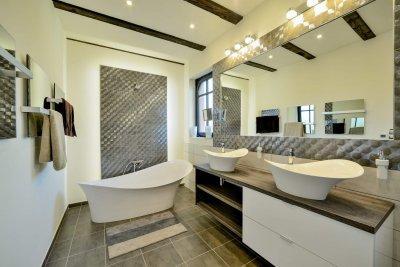 Teljesen felújítottuk a fürdőszobát  olasz dizájn szaniterekkel és modern csempével burkoltuk a fala - fürdő / WC ötlet, modern stílusban