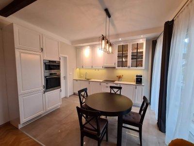 Egyedi tervezésű és gyártású konyhabútor került be a koloniál stílusú családi házba - konyha / étkező ötlet, klasszikus stílusban